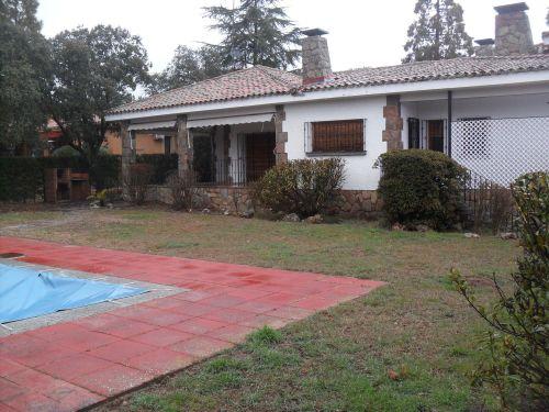 Chalet en Los Arroyos (El Escorial) de 501 m², pla. de 2.307 m²